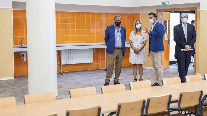 El consejero Enrique Ossorio, visita el nuevo colegio público Nuria Espert