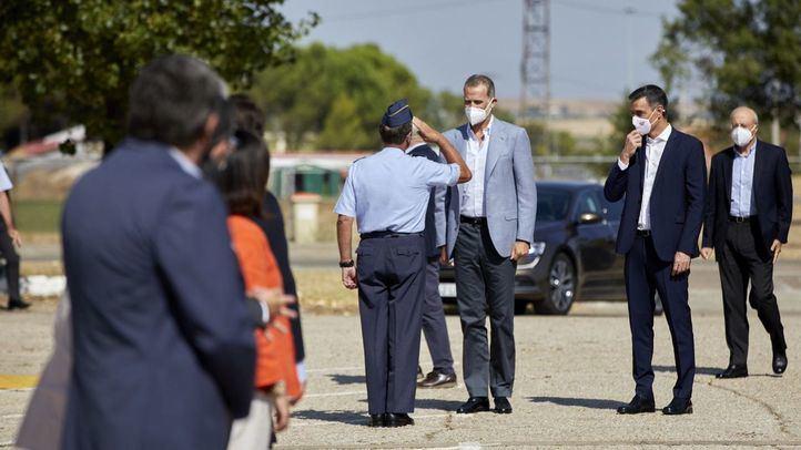 El Rey reconoce la labor del personal que ha participado en la acogida de afganos a su llegada a España