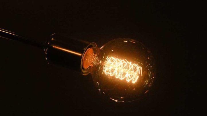 El precio de la luz volverá a batir un récord este lunes y alcanzará los 124,45 euros/MWh