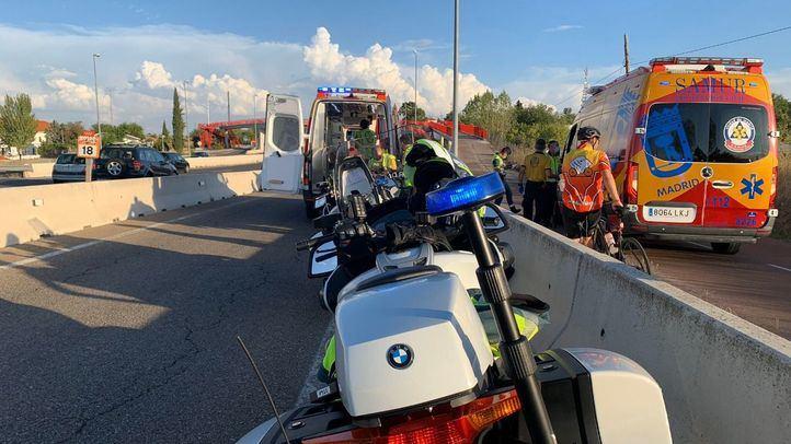 Los servicios de Emergencias han atendido a los dos jóvenes en el lugar de los hechos antes de trasladarlos al hospital