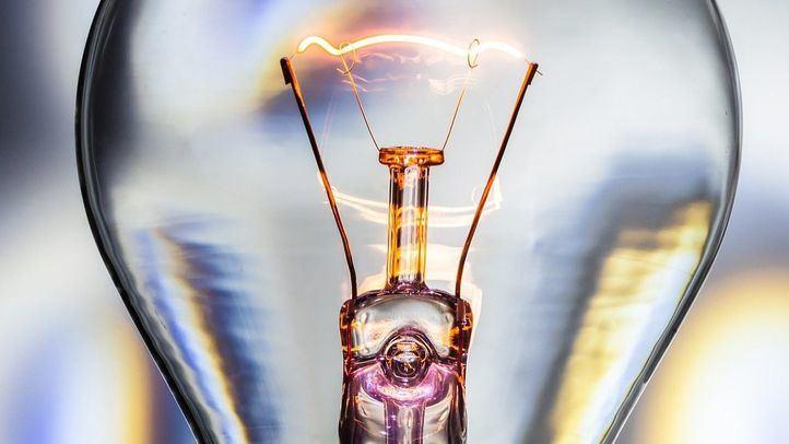 El precio de la luz alcanzará este jueves los 140 euros