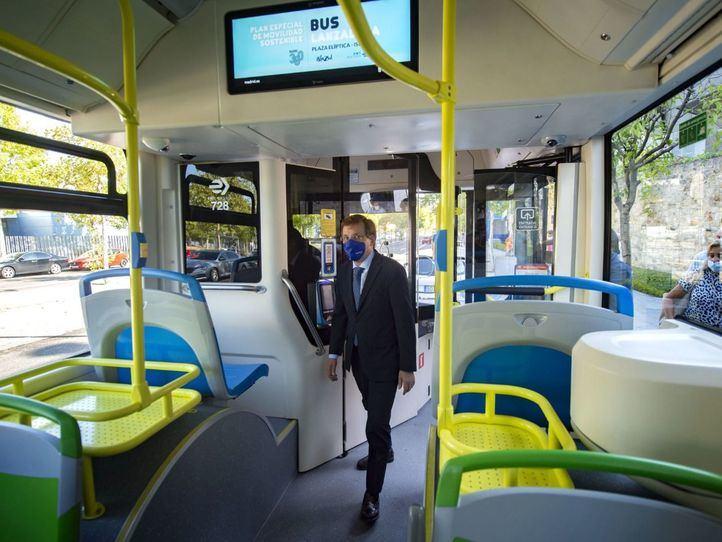 Primer día de servicio del bus lanzadera entre Plaza Elíptica y el aparcamiento intermodal de Islazul