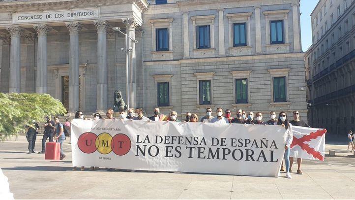 Militares se concentran frente al Congreso para exigir el fin de su temporalidad
