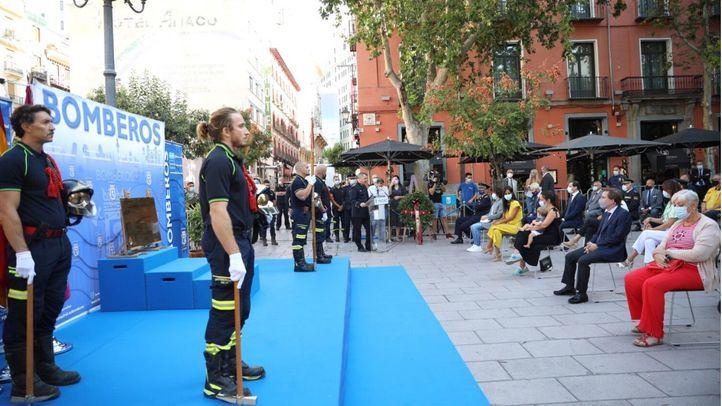 Homenaje a los bomberos fallecidos en el incendio de los Almacenes Arias hace 34 años