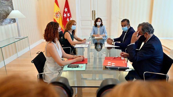 La presidenta de la Comunidad de Madrid, Isabel Díaz Ayuso, se reúne en la Real Casa de Correos con la portavoz de Más Madrid, Mónica García, para conocer las propuestas y las líneas de actuación en el inicio del curso político