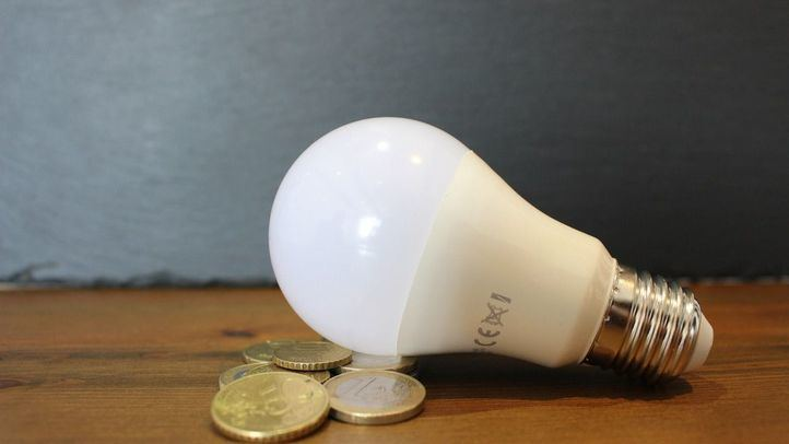 El precio de la luz sube hasta 135,65 euros por MWh, el miércoles más caro de la historia