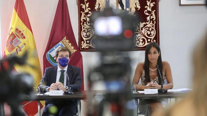 José Luis Martínez-Almeida y Begoña Villacís en la rueda de prensa posterior a la Junta de Gobierno.