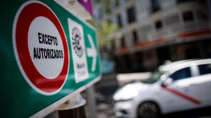 Señal de tráfico de Madrid Central con la indicación de 'Circulación Prohibida Excepto Autorizados'.