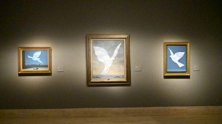 Algunas de las obras de René Magritte expuestas en el Museo Thyssen.
