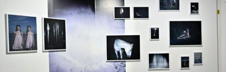 Una exposición reúne a artistas emergentes de todo el mundo