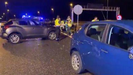 Una mujer, en estado crítico al ser atropellada tras una colisión múltiple
