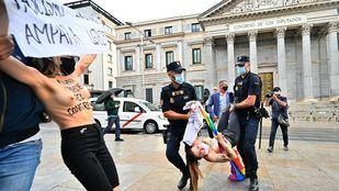 Activistas de Femen protestan contra la homofobia