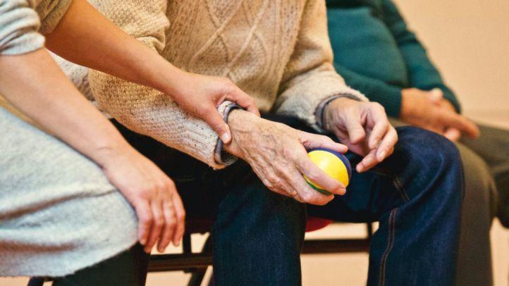 Aplicación que conecta cuidadores a domicilio con personas mayores