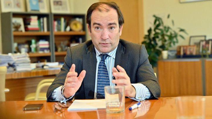 El delegado de Medio Ambiente y Movilidad, Borja Carabante, en Cibeles.