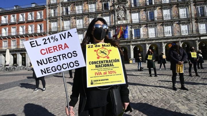 Protesta del sector de las peluquerías y centros de estética en Madrid.