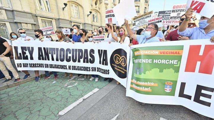 Centenares de personas reclaman frente al Congreso una ley antiocupas