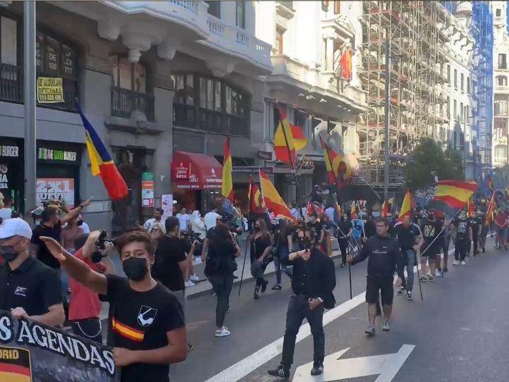 Un grupo de extrema derecha recorre Chueca al grito de 'fuera maricas de nuestros barrios'