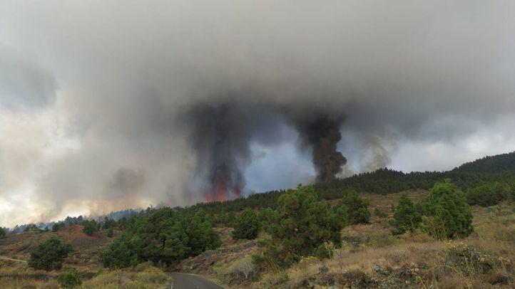Más de un millar de evacuados y viviendas afectadas tras la erupción del volcán de Cumbre Vieja (Imágenes)
