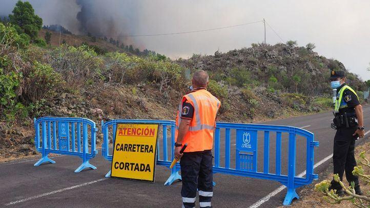 El volcán de La Palma continúa echando lava