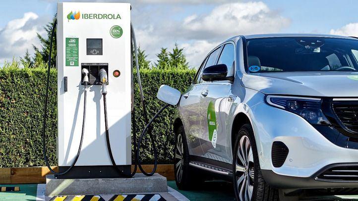 Iberdrola electrificará los parkings de las tiendas de Leroy Merlin en España