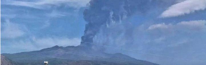 Volcán Etna, en erupción.