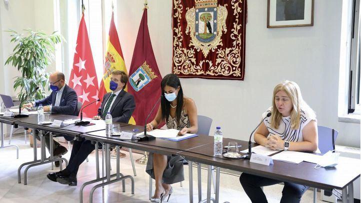 José Luis Martínez-Almeida, Begoña Villacís e Inmaculada Sanz en la junta de Gobierno del 9 de septiembre.