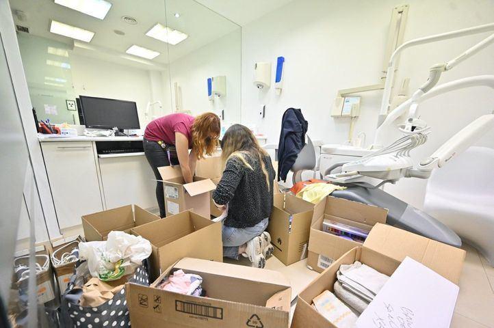 Jóvenes canarios residentes en Madrid recogen enseres para los afectados en La Palma