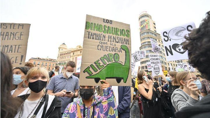 Fridays for Future y otras organizaciones por el clima toman el centro de Madrid