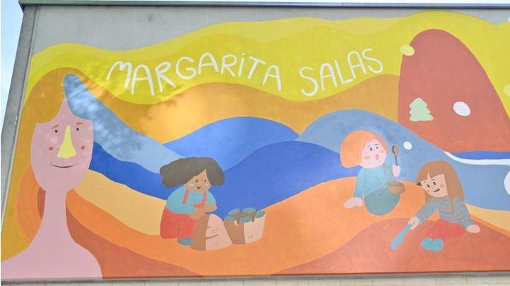 Un mural inspirado en la ciencia y la pedagogía decora la escuela infantil Margarita Salas, en Retiro