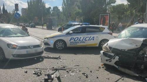 Detención de dos hombres que conducían un vehículo robado en Aluche