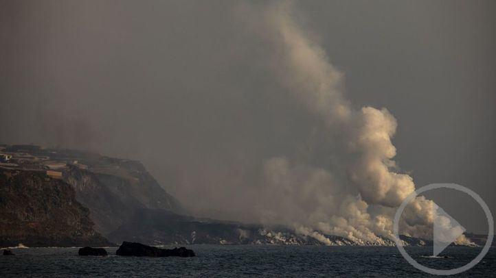 Salvamento Marítimo visita la zona del delta tras la erupción del volcán