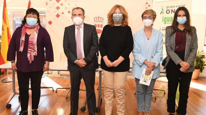 De izda. a drcha. Teresa Rodríguez, Luis Natalio Royo, Natalia de Andrés y Victoria Menéndez