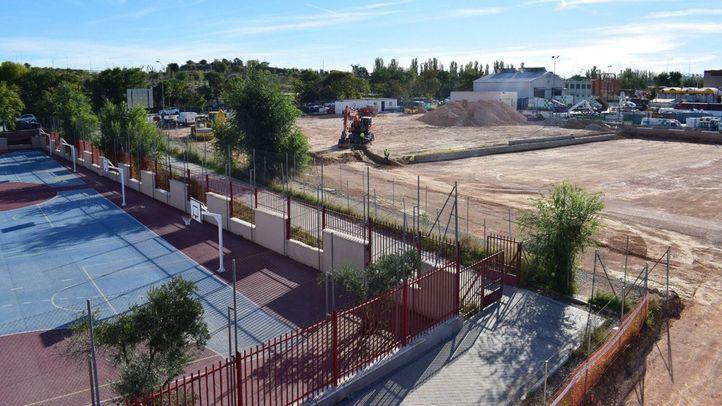Obras del parque anexo al colegio Juan Zaragüeta, en Hortaleza.