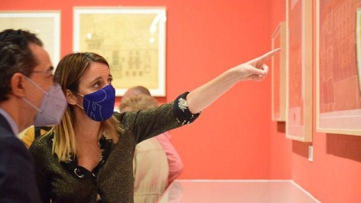 La delegada del Área de Cultura, Andrea Levy, en la inauguración de la muestra