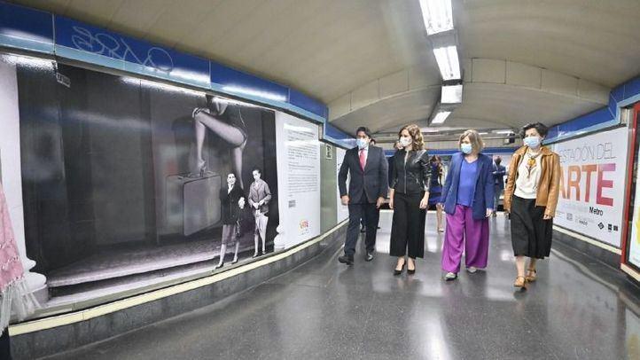 La presidenta de la Comunidad de Madrid, Isabel Díaz Ayuso, ha presentado las nuevas reproducciones en vinilo de obras representativas del Museo Nacional del Prado que figuran en la Estación del Arte de Metro de Madrid