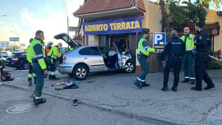 Coche empotrado contra el Restaurante Aragón