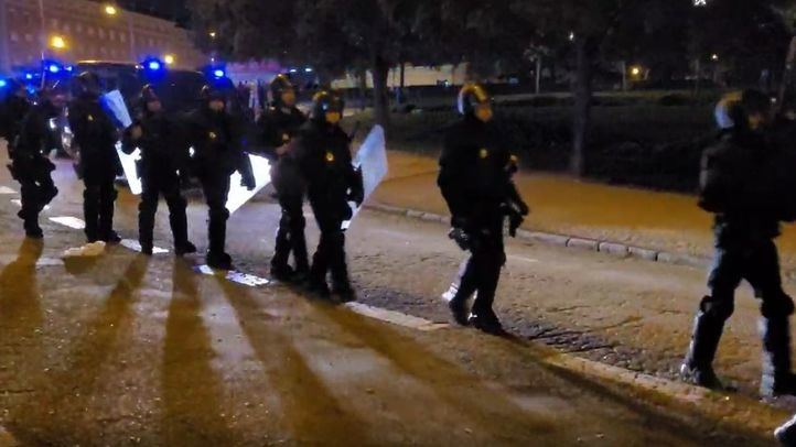 La Policía Nacional interviene en el Parque del Oeste para disolver un macrobotellón.
