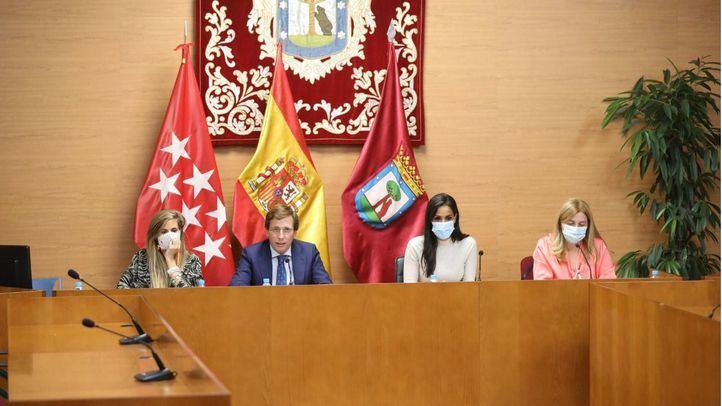 La concejala Sonia Cea, el alcalde, José Luis Martínez-Almeida, la vicealcaldesa Begoña Villacís, y la portavoz municipal, Inmaculada Sanz, en la rueda de prensa posterior a la Junta de Gobierno celebrada en Chamartín.