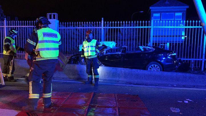 Bomberos de Madrid en el lugar de un accidente de tráfico en la A-6