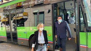 El consejero de Transportes, David Pérez, en la nueva línea urbana de Aranjuez
