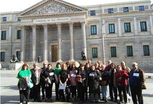 Víctimas del Síndrome del Aceite Tóxico frente al Congreso de los Diputados.