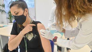La vacunación llega a la calle con equipos móviles en Moncloa, Parla y Arganda