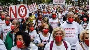 Concentración de pensionistas en Madrid, en defensa de unas pensiones justas