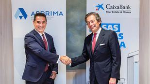 El presidente de la Fundación ASPRIMA, Juan Antonio Gómez-Pintado y el director ejecutivo de Banca de Empresas de CaixaBank, Luis Cabanas.