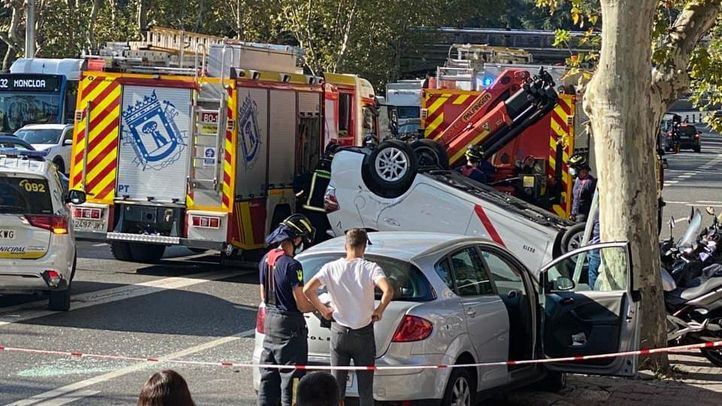 Un aparatoso accidente en el acceso a la A-6 por Cristo Rey deja varios heridos leves