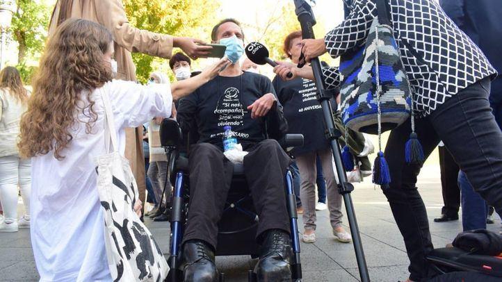 Víctimas de la colza se encierran en el Prado y amenazan con retransmitir su 'descanso eterno'