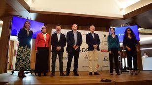 El delegado de Economía, Innovación y Empleo, Miguel Ángel Redondo, y el de Familias, Igualdad y Bienestar Social, Pepe Aniorte, presentan el nuevo clúster MAD e-HEALTH.