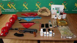 La Guardia Civil ha detenido a 13 miembros de la banda latina BLOOD, incluidos los dirigentes nacionales.