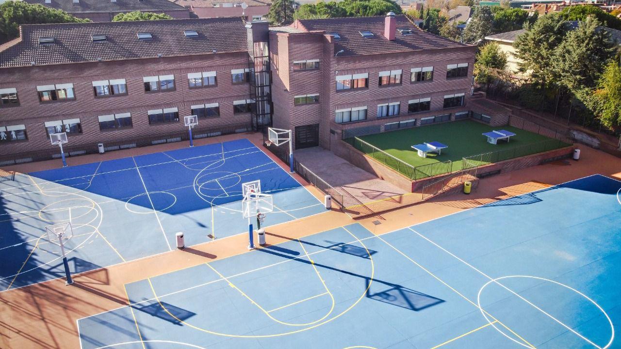 Las mascarillas dejarán de ser obligatorias en los patios de los colegios madrileños