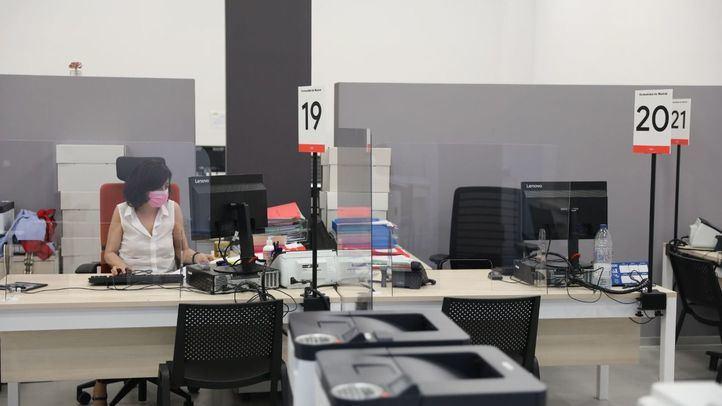 Los centros de trabajo también podrán eliminar la mascarilla cuando se mantenga la distancia